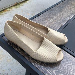 Tan Open-toe Flats